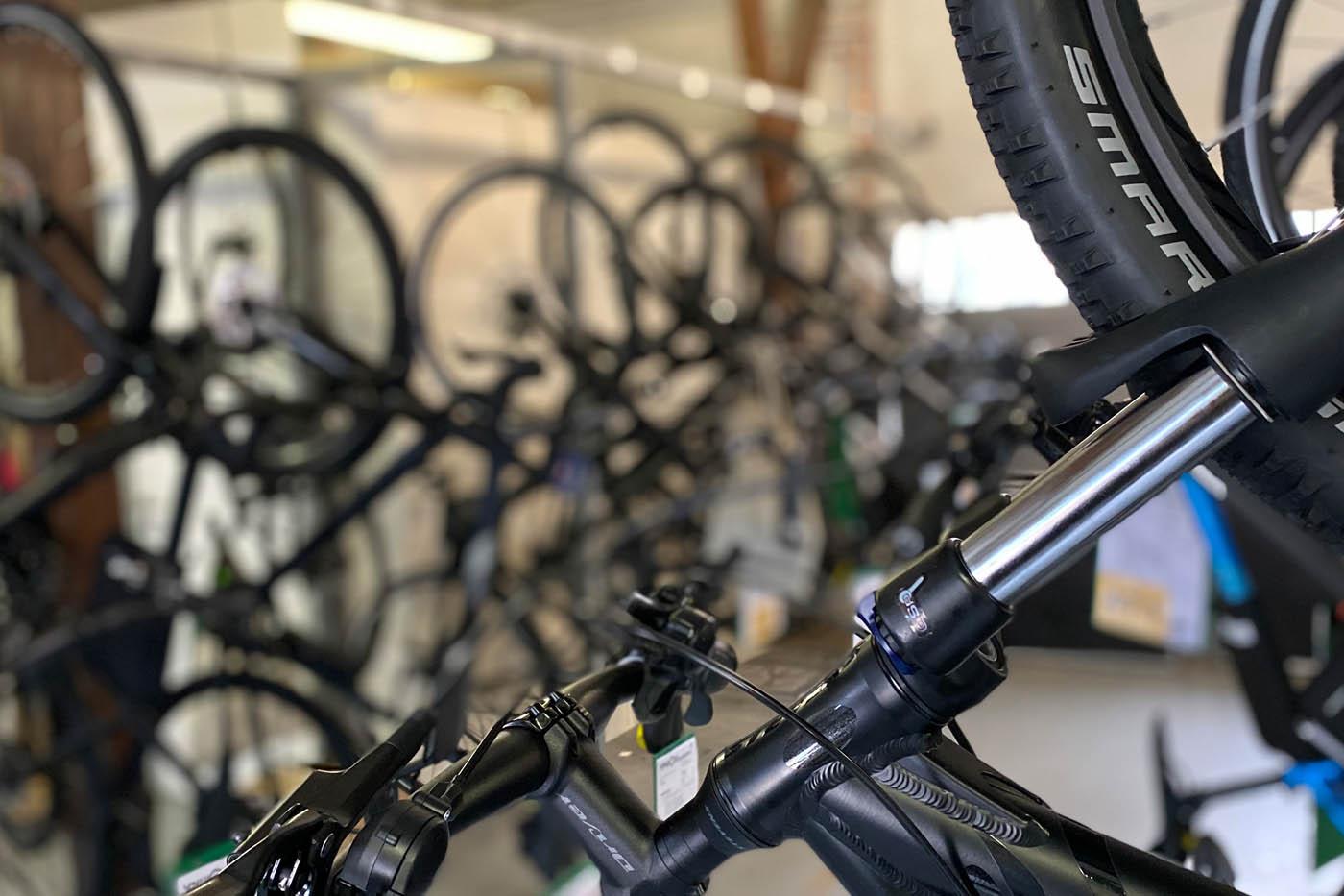 Montierte Fahrräder können bei Radsport von Hacht abgeholt werden